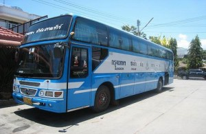 Bussen naar Bangkok vertrekken in Cha-am vanaf het busstation aan de Pet Kasem Road.