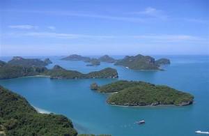 Het Ang Thong National Marine Park bestat uit eilandjes, kalksteen bergen en tropische bossen.