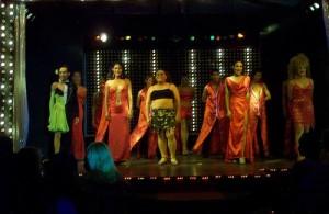 Christy's Cabaret is een typische Thaise travestieten show.
