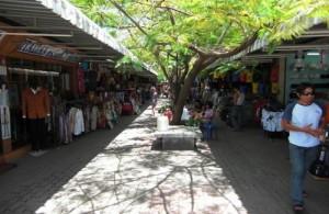 In Chaweng en Lamai kun je ook winkelen in westerse stijl.