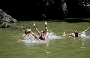Bij de Hin Lad waterval kun je heerlijk zwemmen.