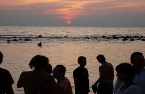 De Full Moon Party op Koh Pha Ngan is 's werelds meest beroemde strandfeest.