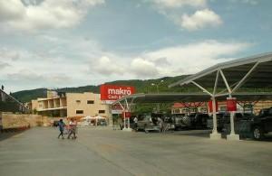 De winkelcentra op Koh Samui bestaan uit grote hypermarkets.