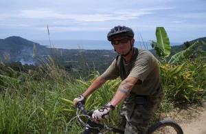 Mountainbiking is een sportieve activiteit om Koh Samui te ontdekken.