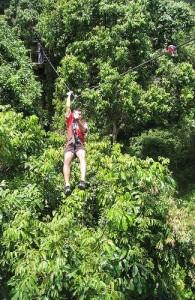 Zweven door de weelderige groene jungle van Koh Samui.