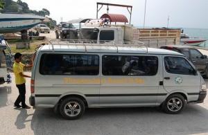 Veel hotels halen hun gasten op met de minibus.