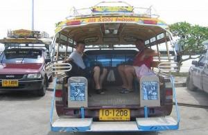 Per songtaew reis je goedkoop en gemakkelijk over Koh Samui.