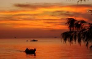 De zonsondergang op Railay geeft prachtige kleuren.