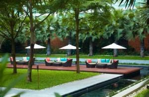 Tropische tuin van het Pullman Bangkok King Power Hotel.