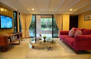 De luxe slaapkamer van het Raya Resort.
