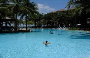 Het zwembad van het Springfield Beach Resort te Cha-am.
