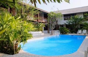 Het zwembad van TR Residence