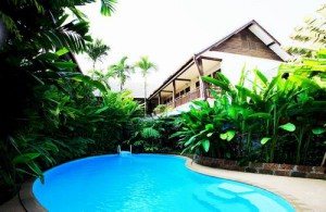 Het gezellige zwembad van Shewe Wana Boutique Resort & Spa