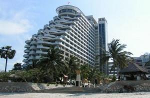 Het Hilton hotel ligt direct aan het strand van Hua Hin.