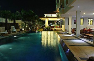 Het zwembad van het Hua Hin Smile Resort.