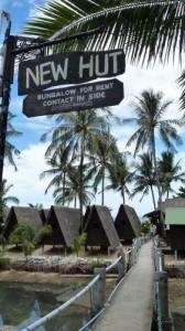 Guesthouse New Hut verhuurt eenvoudige bungalows op het strand van Lamai.