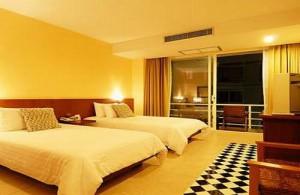 Het Baboona Beachfront Hotel ligt aan de Beach Road.