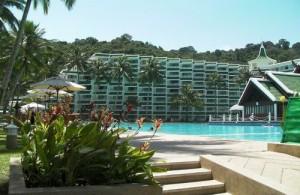 Genieten van luxe en comfort in het Le Meridien Phuket Beach Resort.