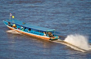 Met longtail rondvaartboten kun je bij Sop Ruak een tocht over de Mekong rivier maken.