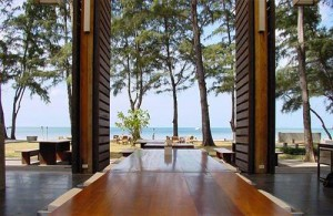 Vanuit je kamer in Costa Lanta direct naar het strand en de zee.