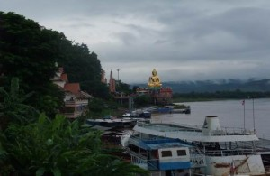 Sop Ruak ligt zo'n 9 kilometer ten noorden van Chiang Saen.