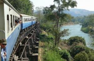 De treinrit van Kanchanaburi naar Nam Tok is een must voor treinfanaten.