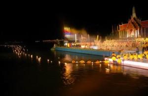 Het jaarlijkse Loy Krathong vindt meestal plaats in november.