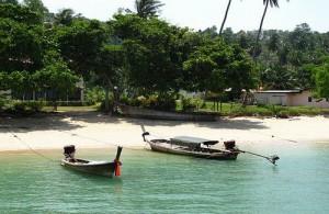 De kleine lokale bevolking van Koh Naka Yai woont in het dorpje aan de westkust van het eiland.
