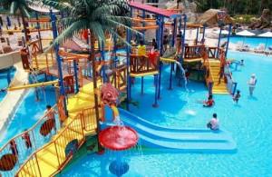 De Aqua Play Pool is het hoogte punt voor jongere kinderen.