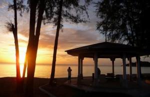 Beleef de prachtige kleurrijke zonsopgang op Khao Seng Beach.