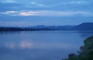 In Chiang Khan heb je een mooi, rustig en fotogeniek uitzicht op de Mekong rivier en het berggebied van Laos.