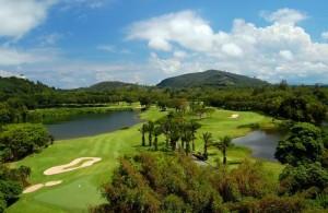 Blue Canyon Country Club is een van de zes prachtige golfcourses op Phuket.