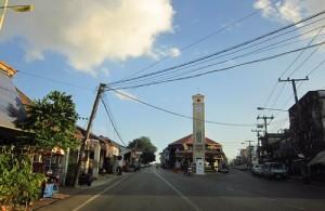 De stad kent vele Laotiaanse invloeden.
