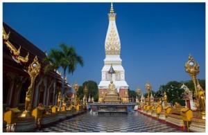 De pagode van Wat Phra That Phanom heeft een hoogte van 50 meter.