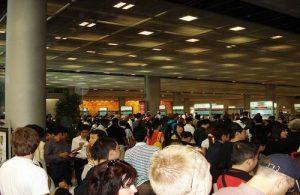 Lange wachtrijen bij immigration zijn voor bezoekers aan Thailand een bron van frustratie.